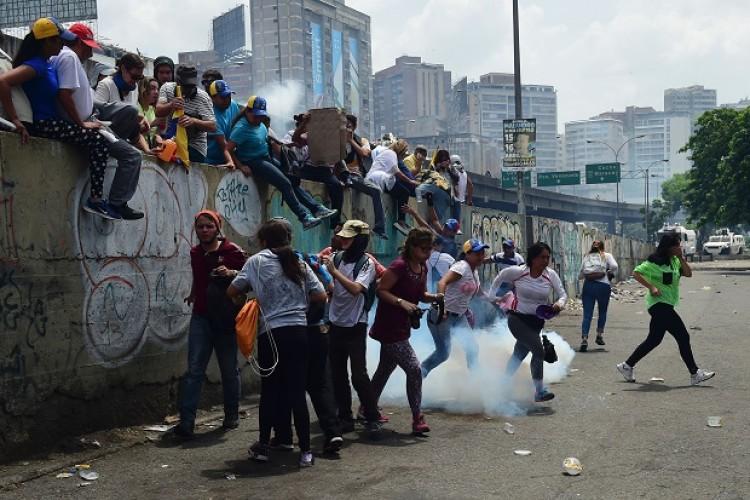 Oposición y chavismo se miden en las calles bajo alta tensión en Venezuela