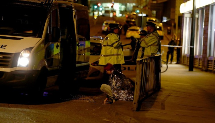 Video capta pánico en Manchester tras nueva alerta en centro comercial