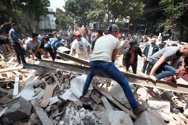 Un presentador de TV salió del aire en medio del terremoto