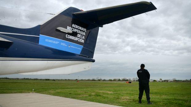 Entregan a la Policía Federal el avión de Lázaro Báez
