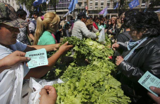 Economías Regionales: Feriazo Nacional este martes en Plaza de Mayo