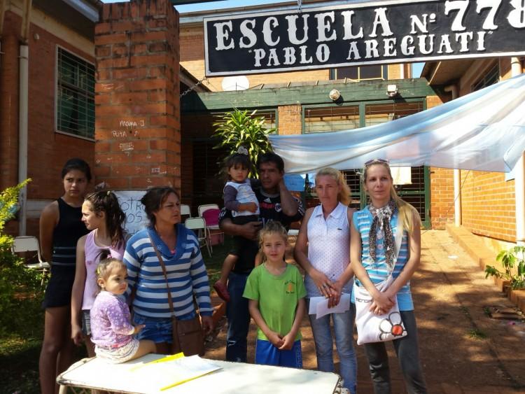 Continúa la toma de la Escuela 778 en Iguazú