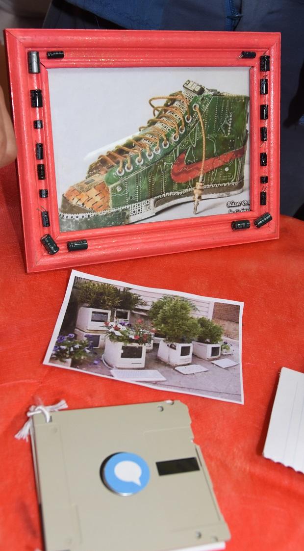 Primera edici n estudiantes reciclan computadoras para for Granitos nacionales argentinos