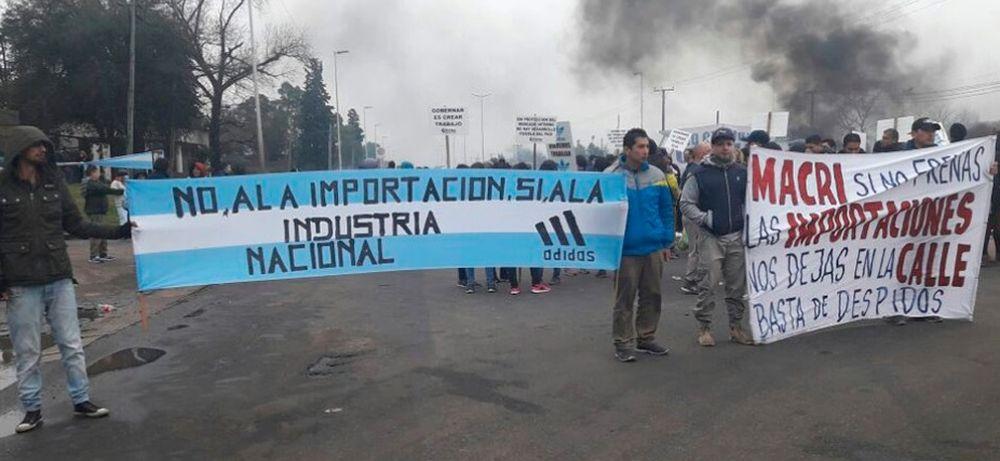 741ced6c En la Argentina, existen alrededor de 1.500 empresas dedicadas al calzado y  emplean a unas 65.000 personas que estan en crisis.