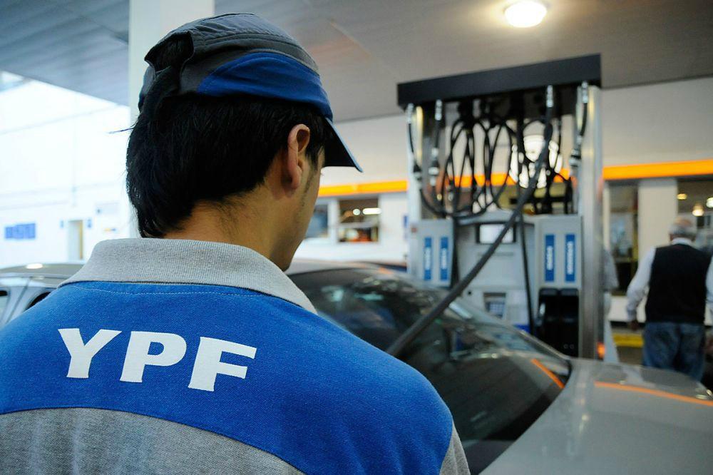 Economía: YPF anunció que baja sus precios en promedio un 1,2%