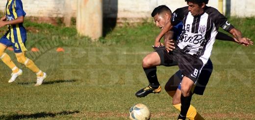 Liga Posadeña - Atlético Posaas y Mitre disputando un partido
