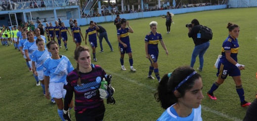 Copa Argentina femenina - Boca y la UAI Urquiza entrando a un partido